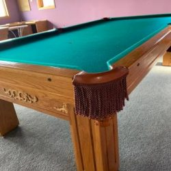 Gandy Pool Table w Cues/Balls